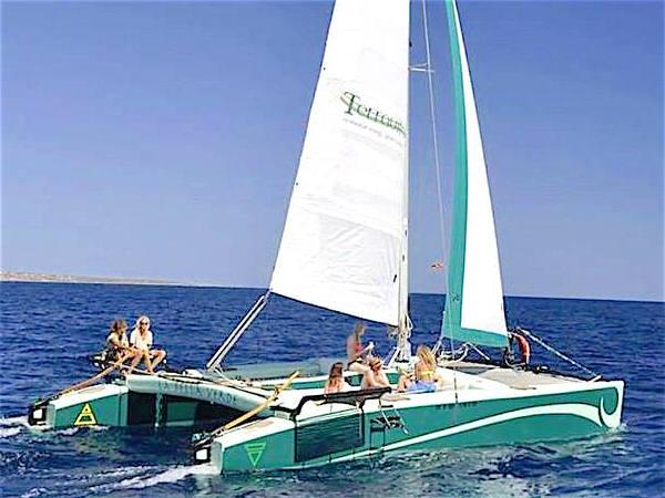 Segel katamaran innen  10m Segelkatamaran IBIZA – Segeln rund um die Balearen